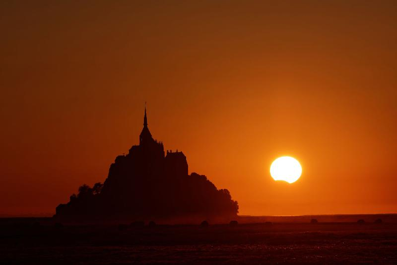 Eclipse au Mont Saint Michel - 21h02