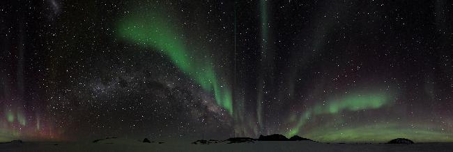Terre adélie 20 juin 2018 aurore et voie lactée