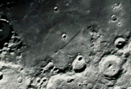 lune000003.jpg.96ed494f3756a333c1613d074b6027c3.jpg