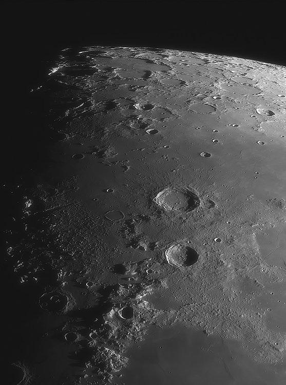 Moon_220457_ACx2-2023ap40_grad4_ap2129-astra1-gimp.jpg