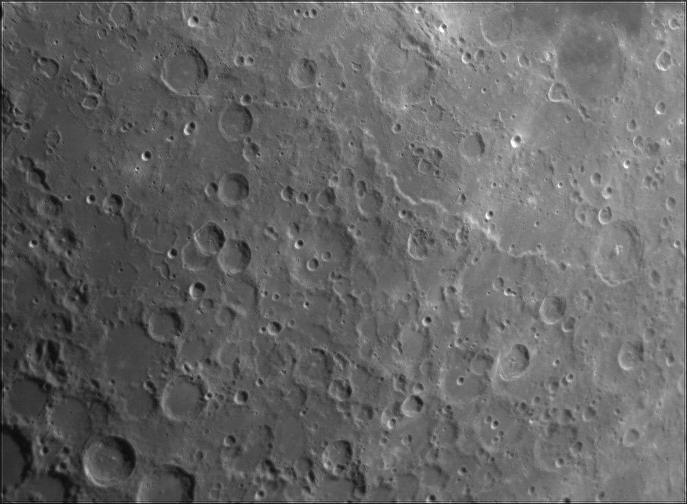 1540744986_Moon_211544_120519_ZWOASI224MC_Rouge_23A_AS_P35_lapl4_ap624.thumb.jpg.131ca0d8f59529f0384376622d38553e.jpg