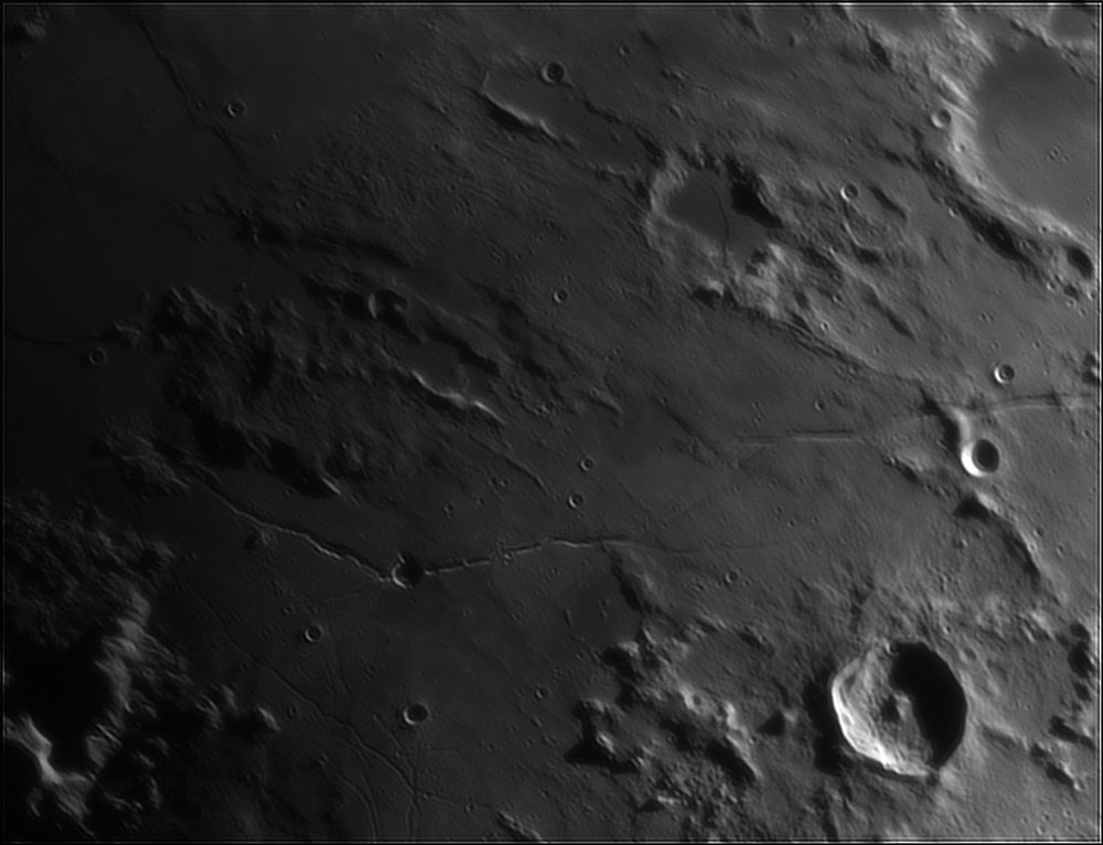 1901747510_Moon_213351_110519_ZWOASI224MC_IR_630nm_AS_P35_lapl4_ap587.thumb.jpg.1d3243b7b1ff7b80ce19000bd82cc803.jpg