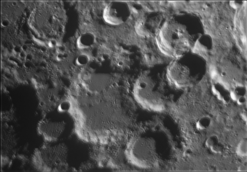 1916572668_Moon_214743_120519_ZWOASI224MC_IR_680nm_AS_P40_lapl6_ap262.jpg.51e170e1a6a2f0552ebc179186c4b301.jpg